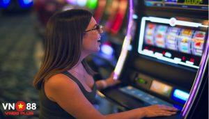 Cách chơi game bài nổ hũ đổi thưởng | Hốt bạc dễ dàng tại VN88 Plus